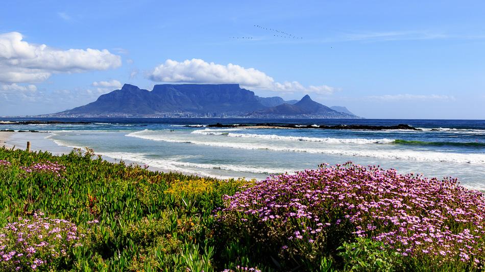 Bloubergstrand Beach: Strand met uitzicht op de tafelberg |  Blouberg, Zuid-Afrika, 3 december 2018