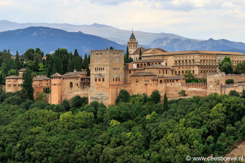 Uitzicht vanaf de Mirador de San Nicolas op het Alhambra Paleis